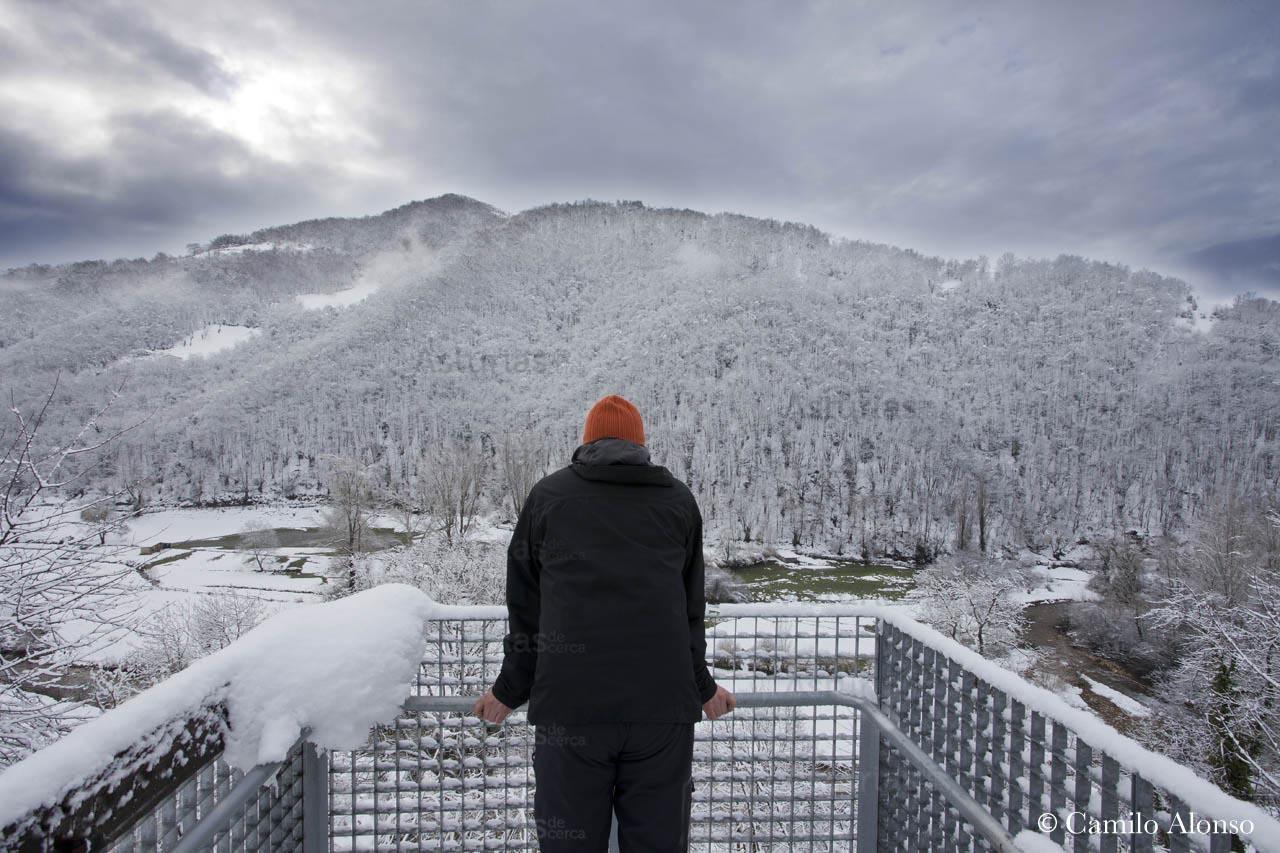Vistas desde el mirador de Santibáñez de La Fuente en invierno nevado.